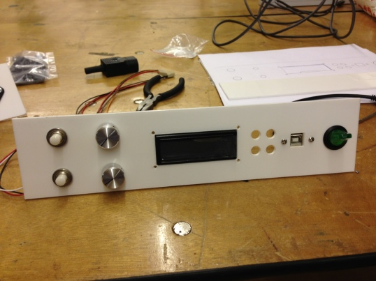 Front panel with knobs and screen!